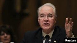 Senator Tom Price dari Georgia bersaksi dalam sidang konfirmasi nominasinya sebagai menteri kesehatan dan layanan kemanusiaan di Capitol Hill di Washington (24/1). (Reuters/Carlos Barria)