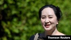Chief Financial Officer Huawei Technologies Meng Wanzhou meninggalkan rumahnya untuk menghadiri sidang pengadilan di Vancouver. (Foto: Reuters)