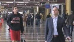 美国将允许飞机乘客全程使用电子设备
