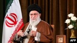 아야톨라 알리 하메네이 이란 최고지도자가 22일 테헤란에서 연설했다.