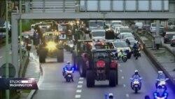 Francuski farmeri izveli traktore na ceste prema velikim gradovima. Nezadovoljni politikom vlade.
