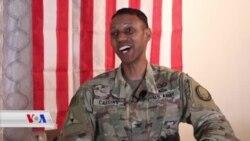 Hevpeyvîna Taybet ya bi Berdevkê Koalîyonê Kolonel Caggins re