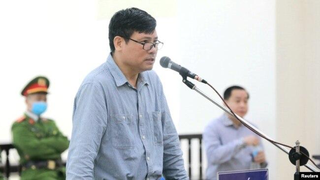 Tư liệu - Ông Trương Duy Nhất trong phiên toả xét xử ông ở Hà Nội, ngày 9 tháng 3, 2020.