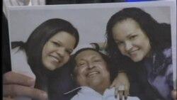 Muestran fotos de Chávez