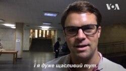 """Волонтер Корпусу миру в Україні Кларк Х'юз: """"Я дуже щасливий тут"""". Відео"""