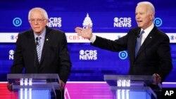 2020年2月25日民主党总统参选人桑德斯(左)和前副总统拜登在南卡罗来纳州查尔斯顿辩论
