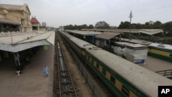 A railway station is deserted after authorities shut down railway service in an effort to contain the new coronavirus, in Karachi, Pakistan, March 25, 2020.