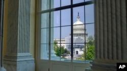 Arhiva - Pogled na zgradu Kongresa na Kapitol hilu 18. aprila 2019.