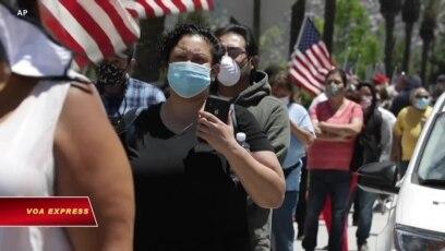 California mở cửa lại: Dân đeo khẩu trang xếp hàng vào sòng bài