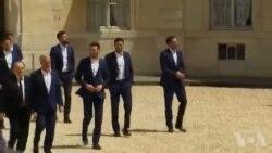 Euro 2016 : les footballeurs français à l'Elysée (vidéo)