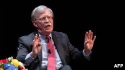 존 볼튼 전 백악관 국가안보보좌관이 17일 미 노스캐롤라이나주 듀크대학에서 열린 강연에서 연설하고 있다.
