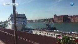 Yolcu Gemisi Limana ve Turist Teknesine Çarptı