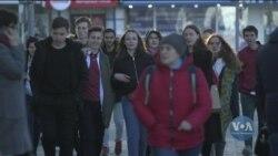 Чому молоді і освічені фахівці їдуть з Росії. Відео
