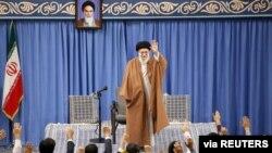 İranın ali dini rəhbbəri Ayətullah Xameneyi Tehranda bir qrup məktəb şagirdi və universitet tələbəsi ilə görüşüb, 3 noyabr, 2019.