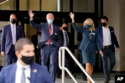 미국 민주당 대선후보인 조 바이든 전 부통령과 부인 질 바이든 여사가 28일 델라웨어주 윌밍턴에서 사전투표를 했다.