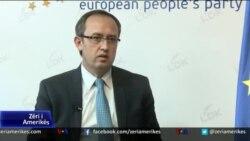 Kosovë, qëllohet me vezë Zv/kryeministri Avdullah Hoti