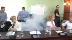 Gaz lotsjelles ne mjediset e parlamentit te Kosoves