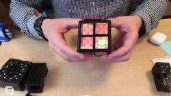Bermain Video Game di Kubus Rubik