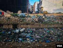Hordes of trash sully a canal near a beach in Dakar. (A. Hammerschlag/VOA)