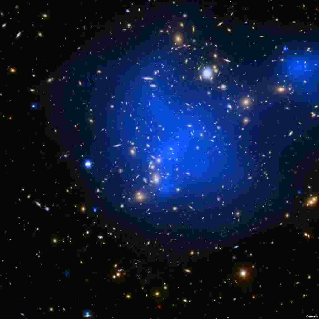 Imagen del cúmulo de galaxias Abell 2744, tomada por telescopio espacial Hubble. [Foto: Cortesía NASA].