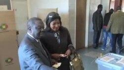 津巴布韦官员:穆加贝领导的政党赢得议会选举