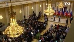 """Демонстранта з напистом """"Договір про ядерну зброю"""" вивели перед пресконференцією Трампа та Путінa. Відео"""