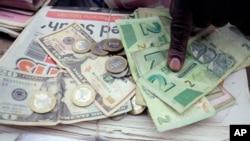 AQSh va Zimbabve dollarlari