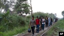Abimukira bava muri Amerika yo Hagati berekeza ku rubibe na Amerika. I Palenque, muri reta ya Chiapas, muri Mexique, kw'itariki ya 10/02/2021