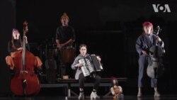"""У Вашингтоні колектив київського театру Пральня представив новий музичний проект """"ЦеШо"""". Відео"""