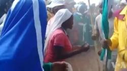 Amaziyoni ekhaya idiresi emcimbini wokukhipha umgobho weGaranyemba