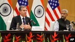 美国国务卿布林肯在访问印度期间与印度外长苏杰生在新德里举行联合新闻发布会。(2021年7月28日)