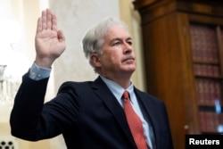 资料照片:被拜登总统提名为中央情报局局长的威廉·伯恩斯在参议院情报委员会的提名确认听证会上宣誓。(2021年2月24日)