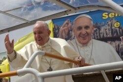 아프리카 순방 중인 프란치스코 로마 가톨릭 교황이 9일 마다가스카르를 방문했다.