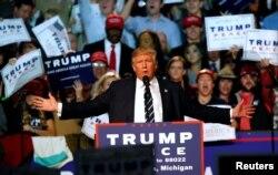 도널드 트럼프 미 공화당 대선후보가 선거일인 8일 새벽까지 미시건주 디트로이트에서 선거유세를 벌였다.