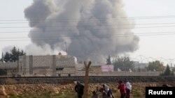 مردم راس العین پس از حمله موشکی نیروهای دولتی سوریه از محل فرار می کنند - 3 دسامبر2012