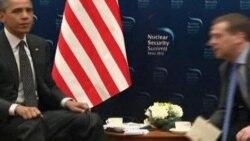 Obama'nın Medvedev'le fısıldaşması mikrofona yansıdı