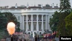 Počasna paljba ispred Bele kuće