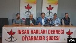 İnsan Hakları Derneği, Olağanüstü Hal'in uzatılmaması için Türkiye genelinde imza kampanyası başlattı. (Foto: Mahmut Bozarslan)