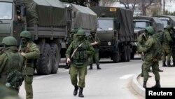 Naoružani vojnici u gradu Balaklava na Krimu