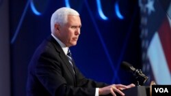 مایک پنس در جریان سخنرانی در دانشگاه رایس در تگزاس، تحریمهای اخیر آمریکا علیه ونزوئلا را اعلام کرد