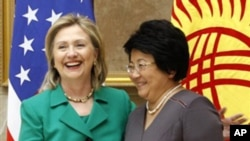 U.S. Secretary of State Hillary Rodham Clinton meets with Kyrgyz President Roza Otunbayeva in Bishkek, Dec. 2, 2010.