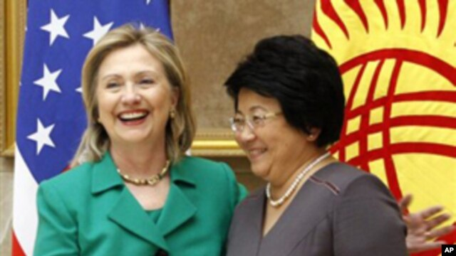 U.S. Secretary of State Hillary Rodham Clinton meets with Kyrgyz President Roza Otunbayeva in Bishkek,  Dec. 2, 2010.