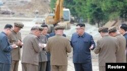 김정은 북한 국무위원장이 양강도 삼지연군의 생산현장과 건설현장을 시찰했다고 조선중앙통신이 지난 10일 보도했다.