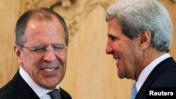 Ruski ministar inostranih poslova Sergej Lavrov i američki državni sekretar Džon Keri sastali su se na marginama APECa, u Indoneziji
