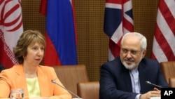 AB dışpolitika temsilcisi Catherine Ashton ve İran Dışişleri Bakanı Cevat Zarif Viyana'da ortak açıklama yaparken