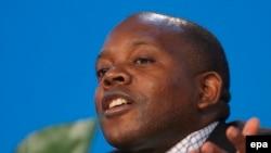 Labbé Apollinaire Malu Malu, ex-président de Commission nationale électorale indépendante (CENI) de la RDC, 31 juillet 2006. epa/NIC BOTHMA