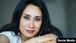 «طاهره فلاحتی» خواننده ایرانی که در ونکوور کانادا زندگی می کند.