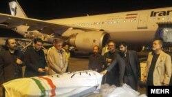 پیکر کیارستمی به ایران وارد شد.