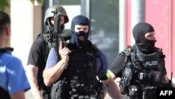 23일 독일 프랑크푸르트 남부 피에른하임 지역 영화관에서 인질극이 벌어진 가운데, 경찰이 현장에 출동했다.