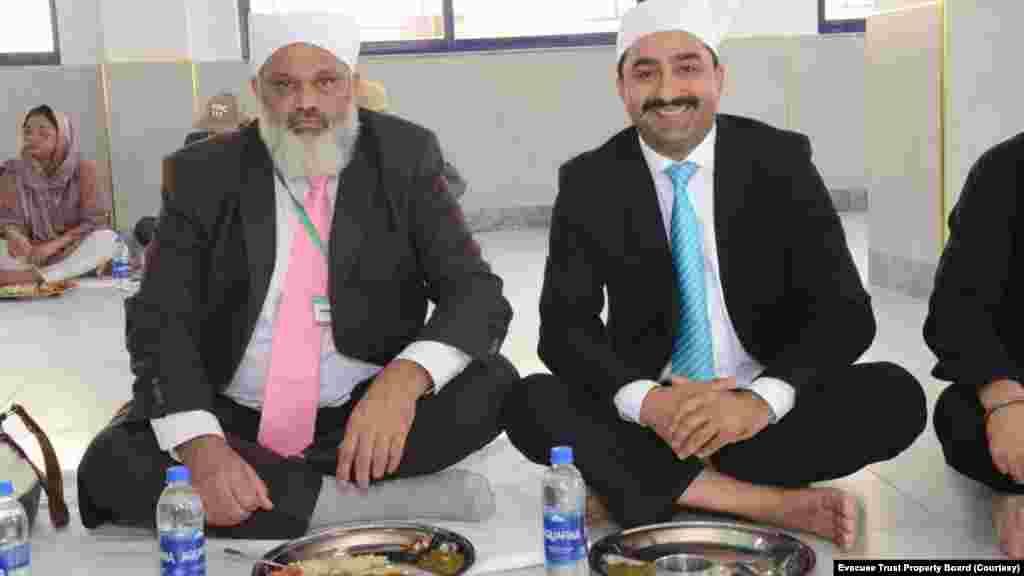 لنگر خانے کی افتتاحی تقریب میں سکھ رہنماؤں کے علاوہ مقامی مسلم رہنماء بھی شریک ہوئے۔